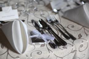 Serwetki na weselnym stole
