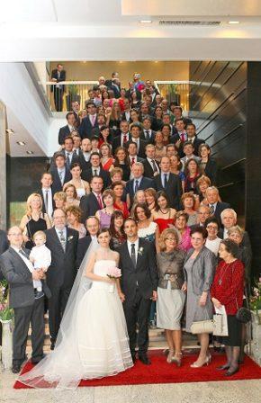 Grupowe zdjęcie weselne - wszyscy goście