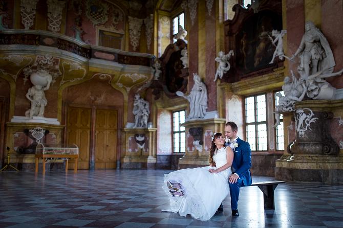Sesja plenerowa w pałacu
